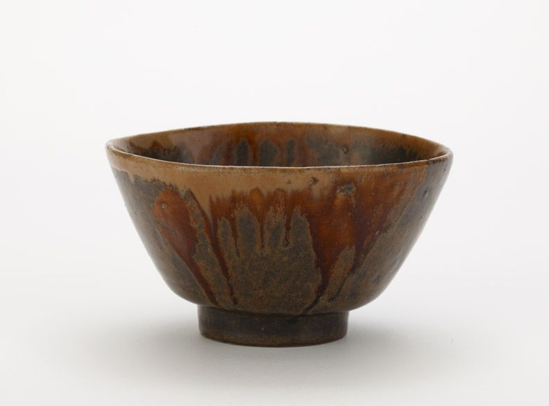 Seto ware bowl  late 17th century      Edo period     Stoneware with iron and ash glazes  H: 8.2 W: 14.2 D: 14.2 cm   Seto, Japan