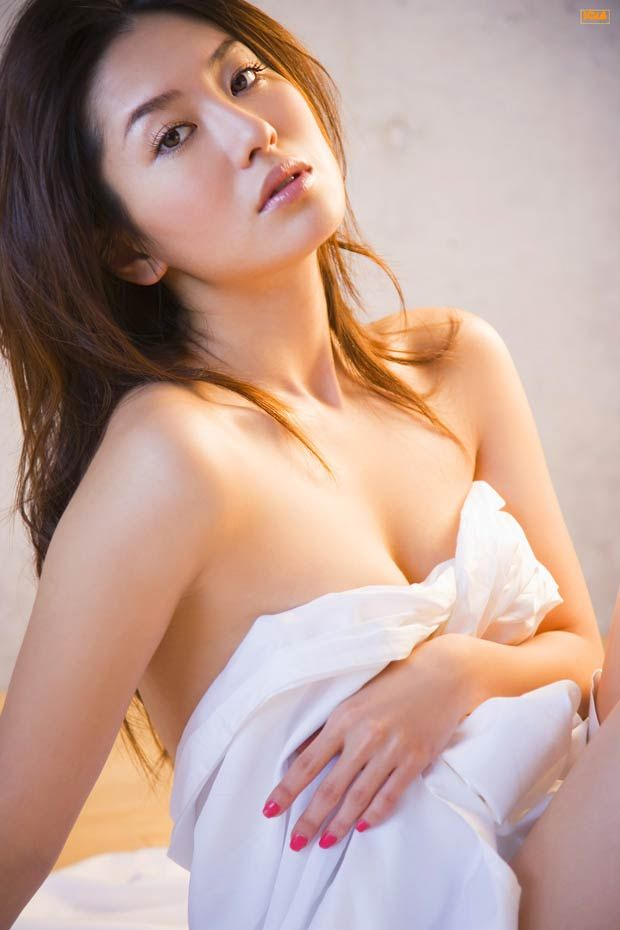 Women having sex with older man