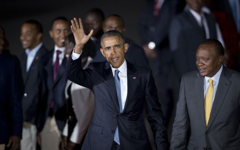 Obama arrives in Kenya via @AOLLifestyle Read more: http://www.aol.com/article/2015/07/24/obama-dines-with-kenyan-family-after-arriving-in-fathers-homela/21213810/?a_dgi=aolshare_pinterest#slide=3559582|fullscreen