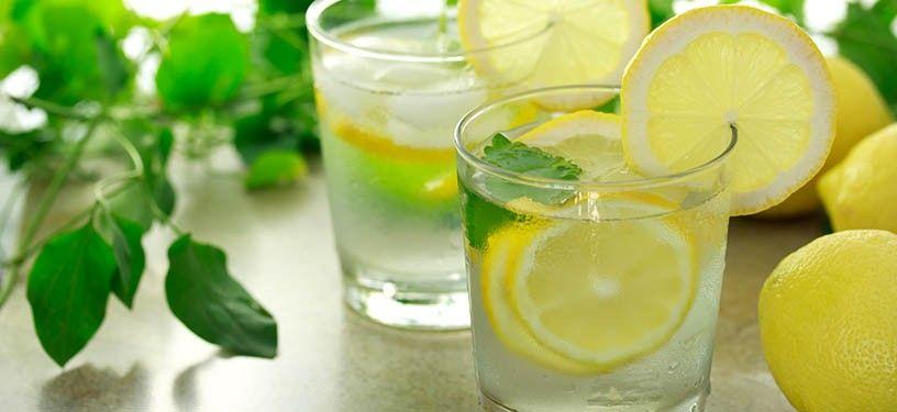Mňam! http://zdrava-medicina.sk/magazin/dovody-preco-pit-vodu-s-citronom/