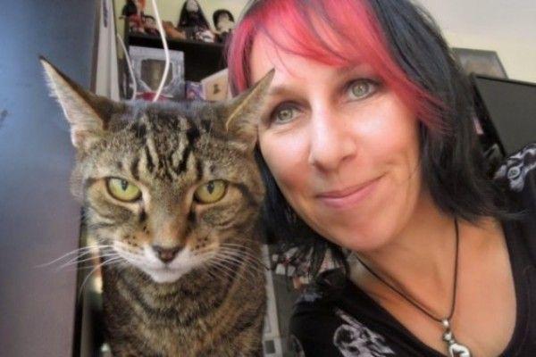 ¡Una mujer se ha casado... con sus dos gatos!