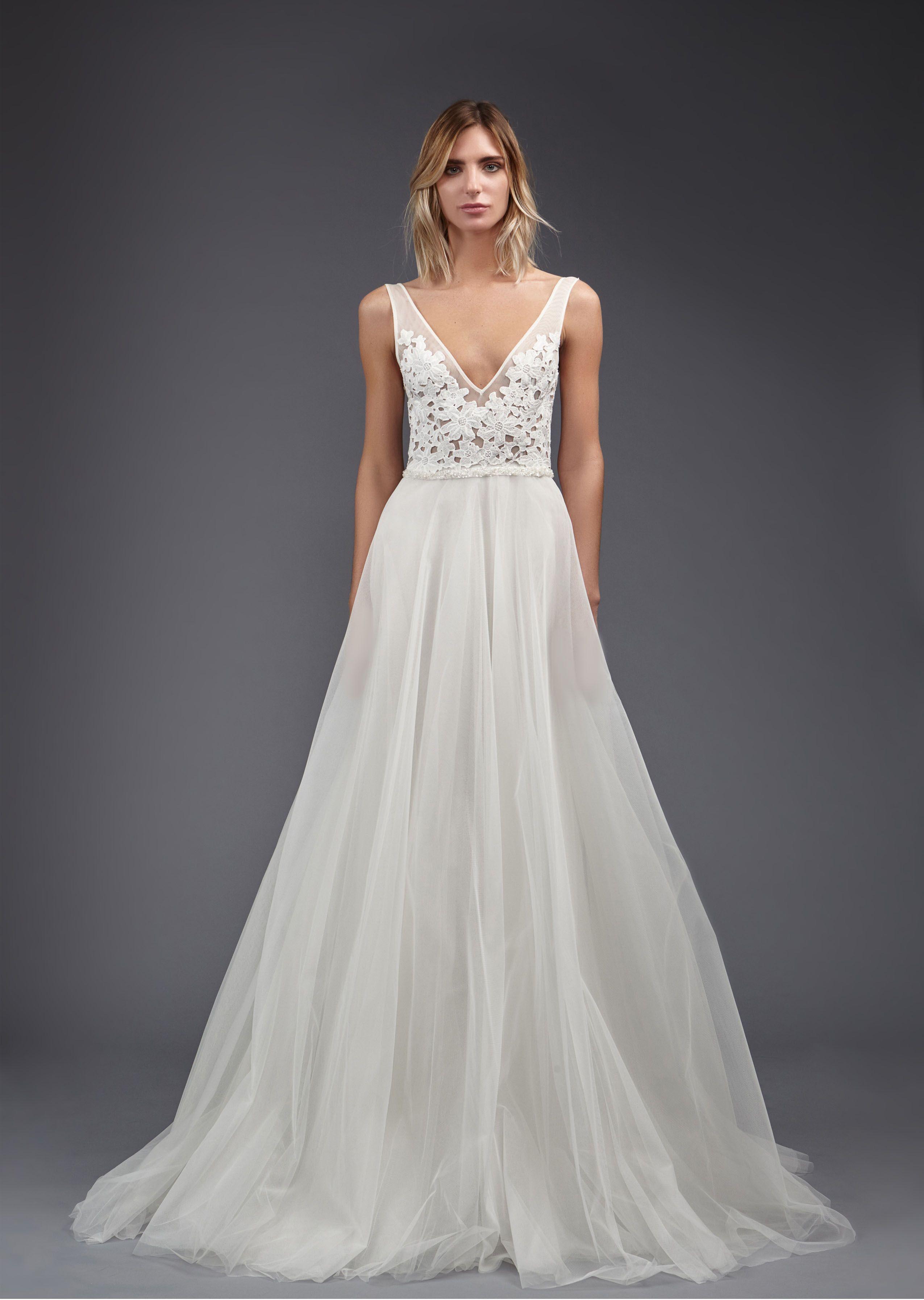 10 Beach Wedding Dresses You Can Buy Off The Rack Uzun Gelinlikler Dantel Gelinlik The Dress