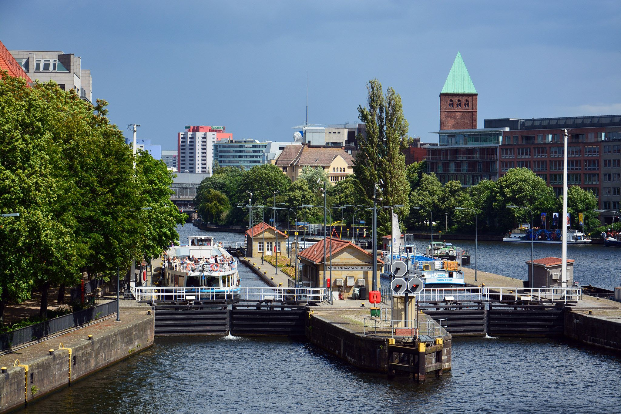https://flic.kr/p/KaykRn | Mühlendammschleuse / Berlin | (Mills Dam lock) Twin locks on the river Spree completed 1942, said to be the busiest in Germany. Central Berlin, Germany.  (CC BY-SA - credit: Images George Rex.)