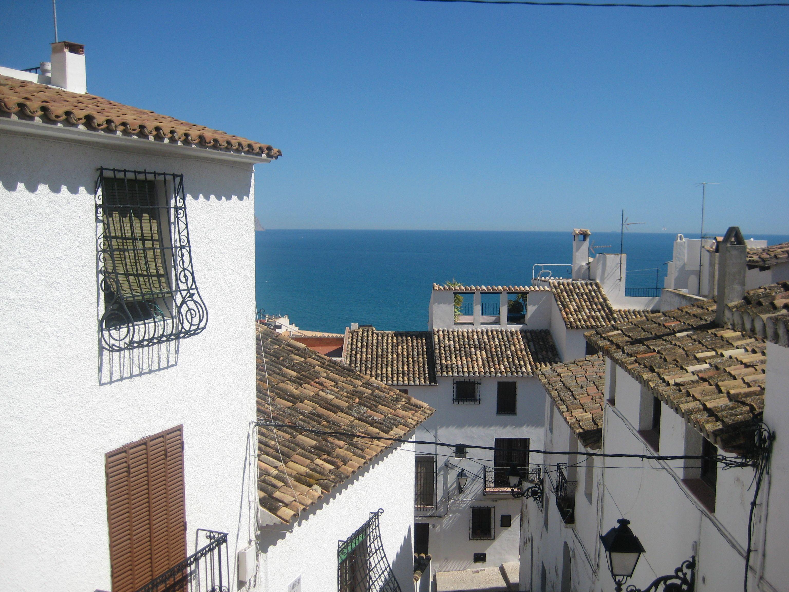 Altea Es Un Precioso Pueblecito Con Encanto En La Costa Blanca Cerca De Benidorm Places In Spain Spain Wellness Clinic
