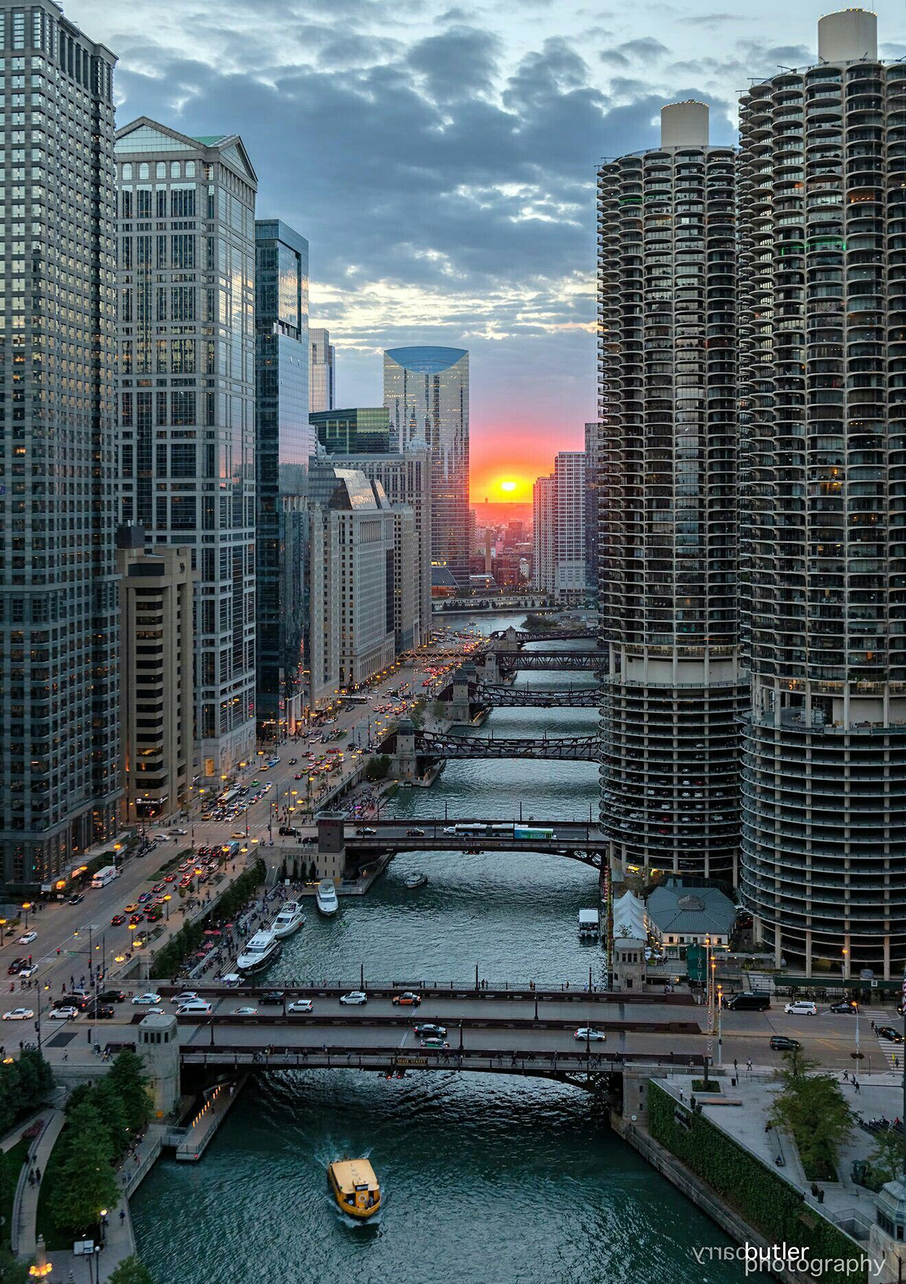 Chicago Marina City Towers and the Chicago River