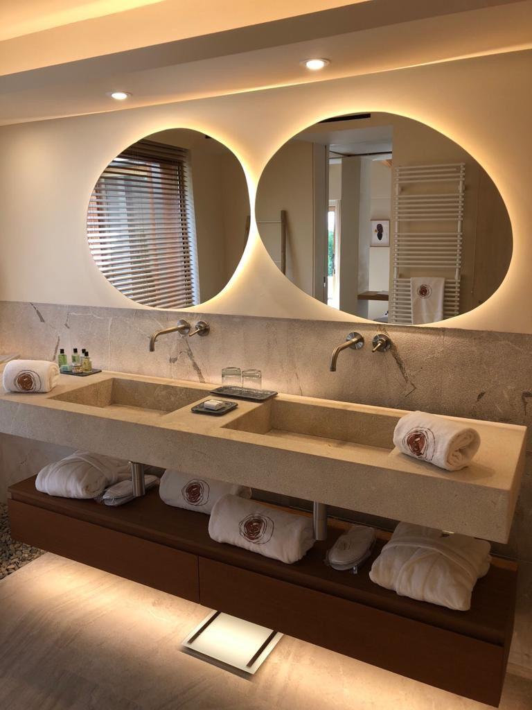 Mallorquinisches Hotel Badezimmer Mit Viel Naturstein Von