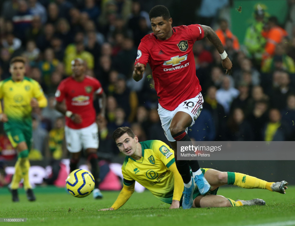 Marcus Rashford Of Manchester United In Action With Kenny Mclean Of Manchester United Manchester United Wallpaper Manchester United Football