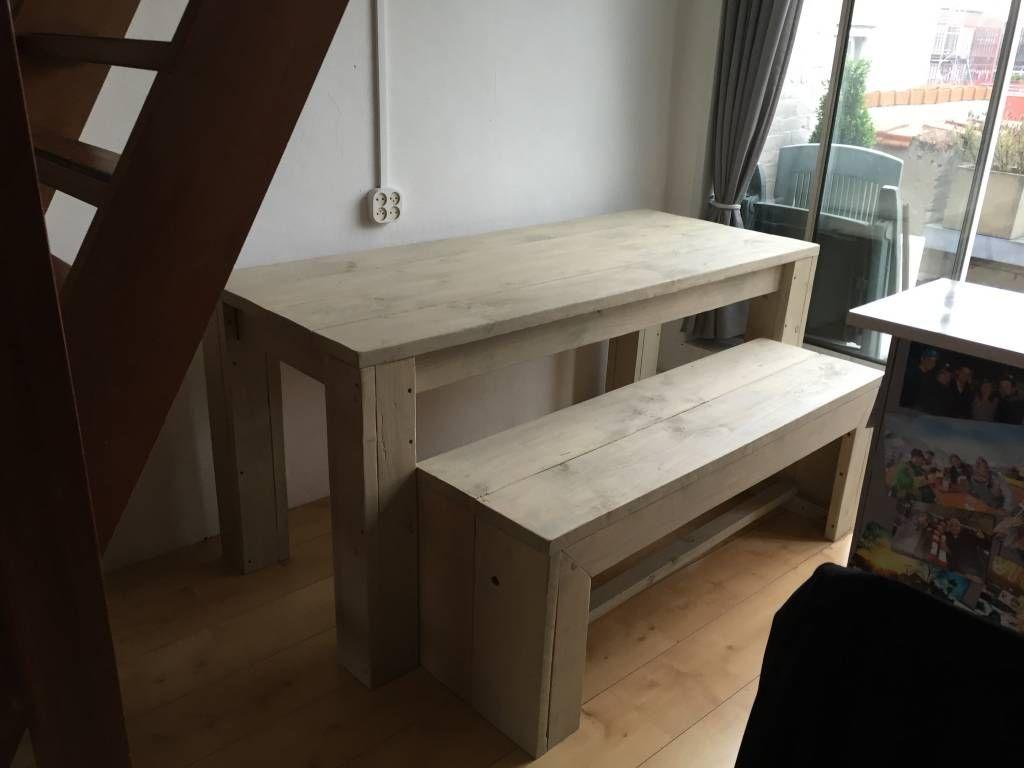 Eettafel met bijpassende bank voor in de kleine ruimte jacky