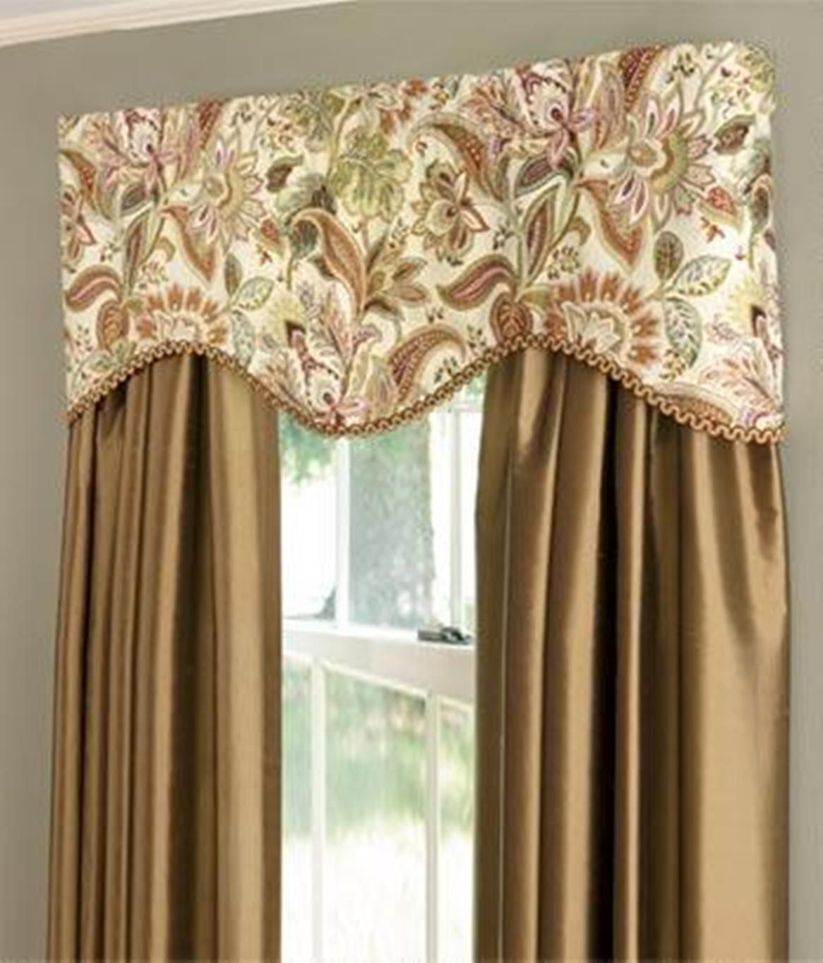 Scalloped Valances The Scalloped Valances Are Feminine And Soft Fitting In With The Overall Dining Room Curtains Window Coverings Bedroom Bedroom Valances #scalloped #valances #for #living #room