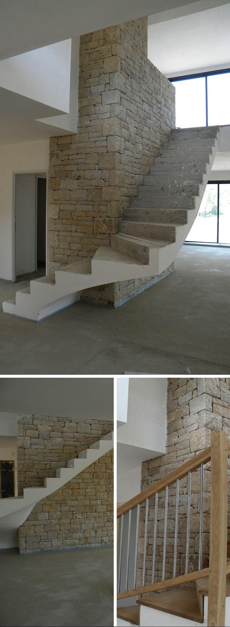 Superbe réalisation pour cette maison de style contemporaine parement mural intérieur mur en pierre