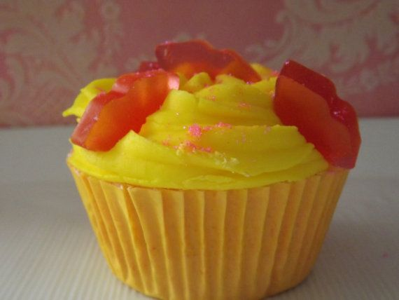 Pucker Up Cupcake Bubble Bomb/ Bath Bomb -  Vanilla Lemon Pound Cake - by MadandMacBath, $6.00. Perfect for weddings, bridal showers and party favors.