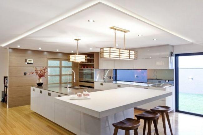 moderne küche insel weiß hochglanz abgehängte decke | küchen, Hause ideen
