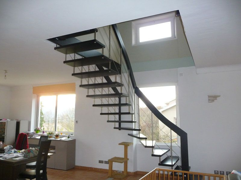 Escalier moderne devant fenêtre quart tournant | Maison ...