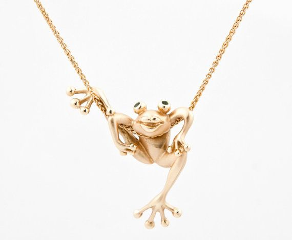 """Vintage 14kt Yellow Gold Climbing Tree Frog Necklace Tsavorite Stone 17"""" Chain Jewelry Pendant Animal Nature on Etsy, $1,059.20 CAD"""