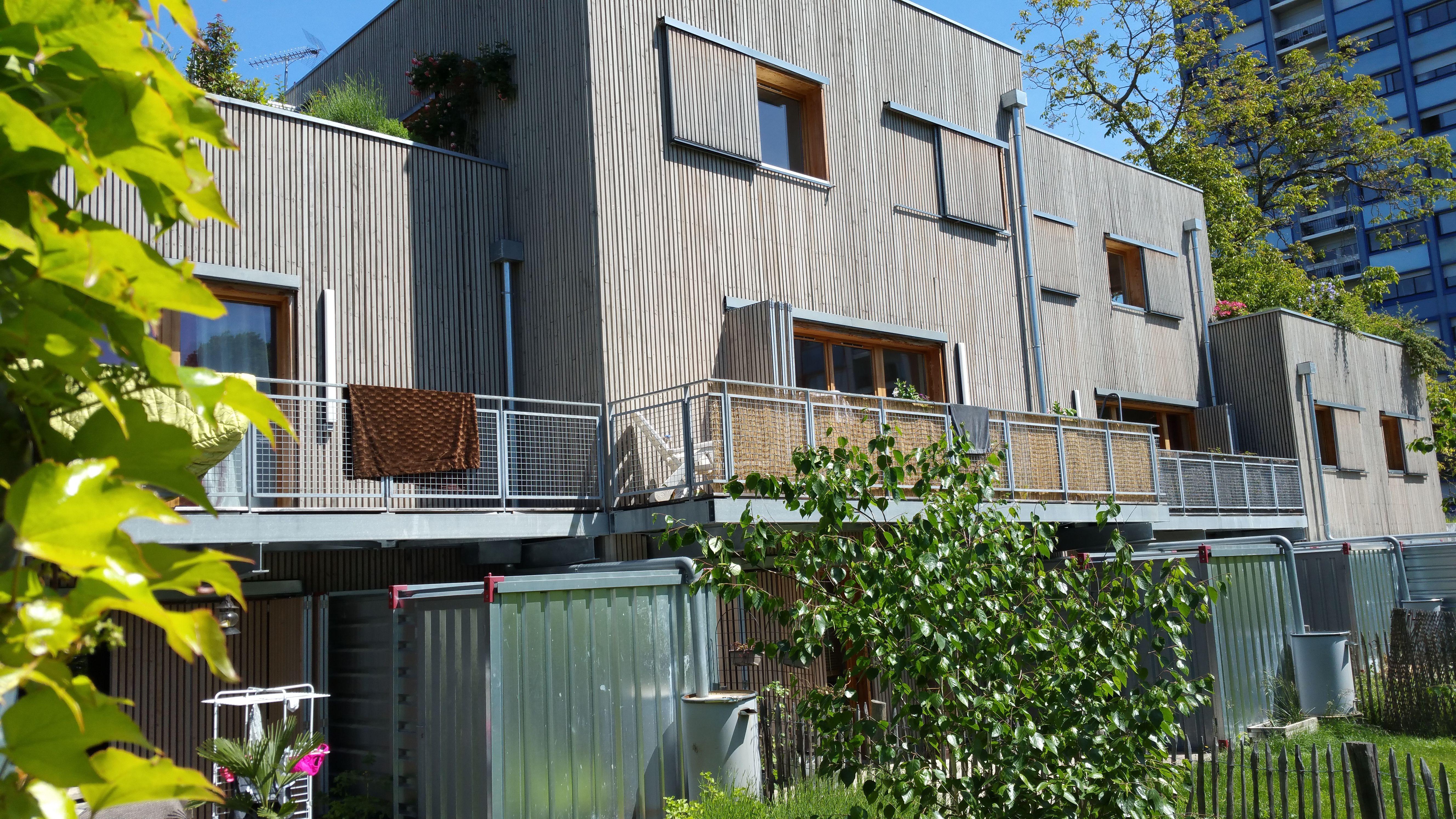 Maison En Bois Annecy bardage carrelets mélèze sur ossature isolé en fibre de bois