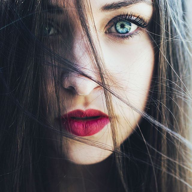 Ash Brown Hair Pale Skin Blue Eyes And Contrasting