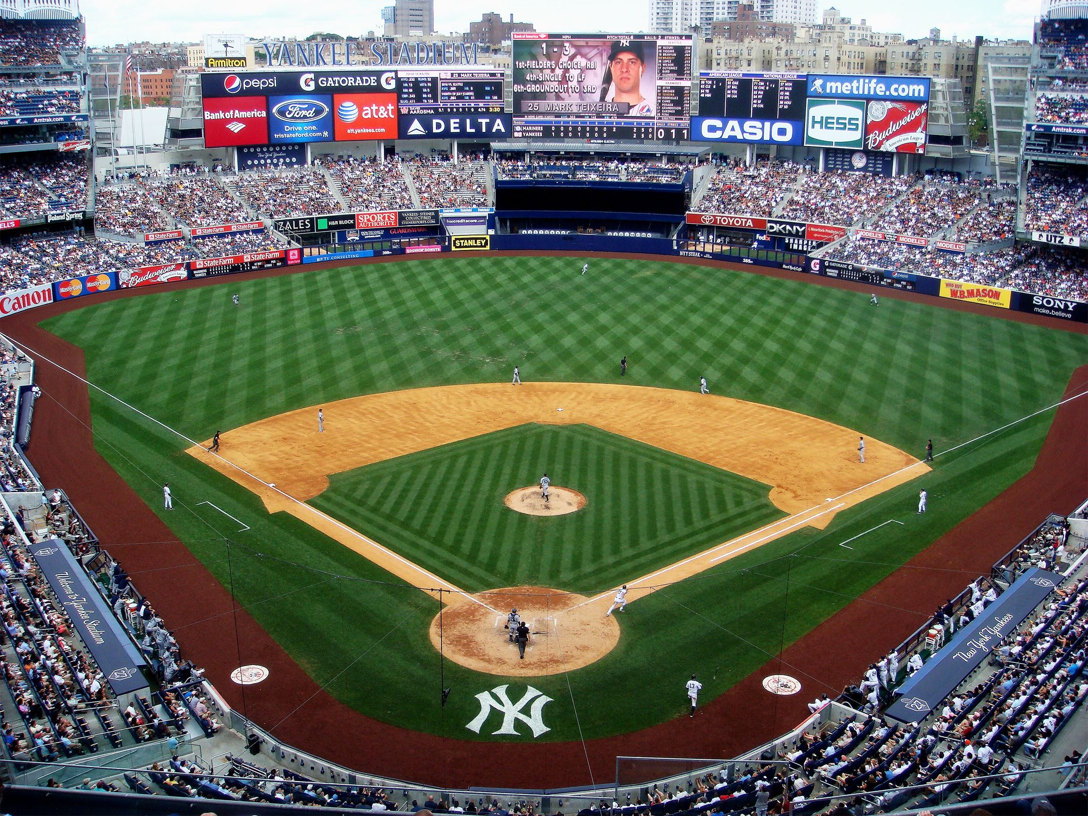 The New York Yankees Play In The Bronx Yankee Stadium Is A Beautiful Place To Go On A Summer Day New York Yankees Stadium Yankee Stadium Baseball Stadium