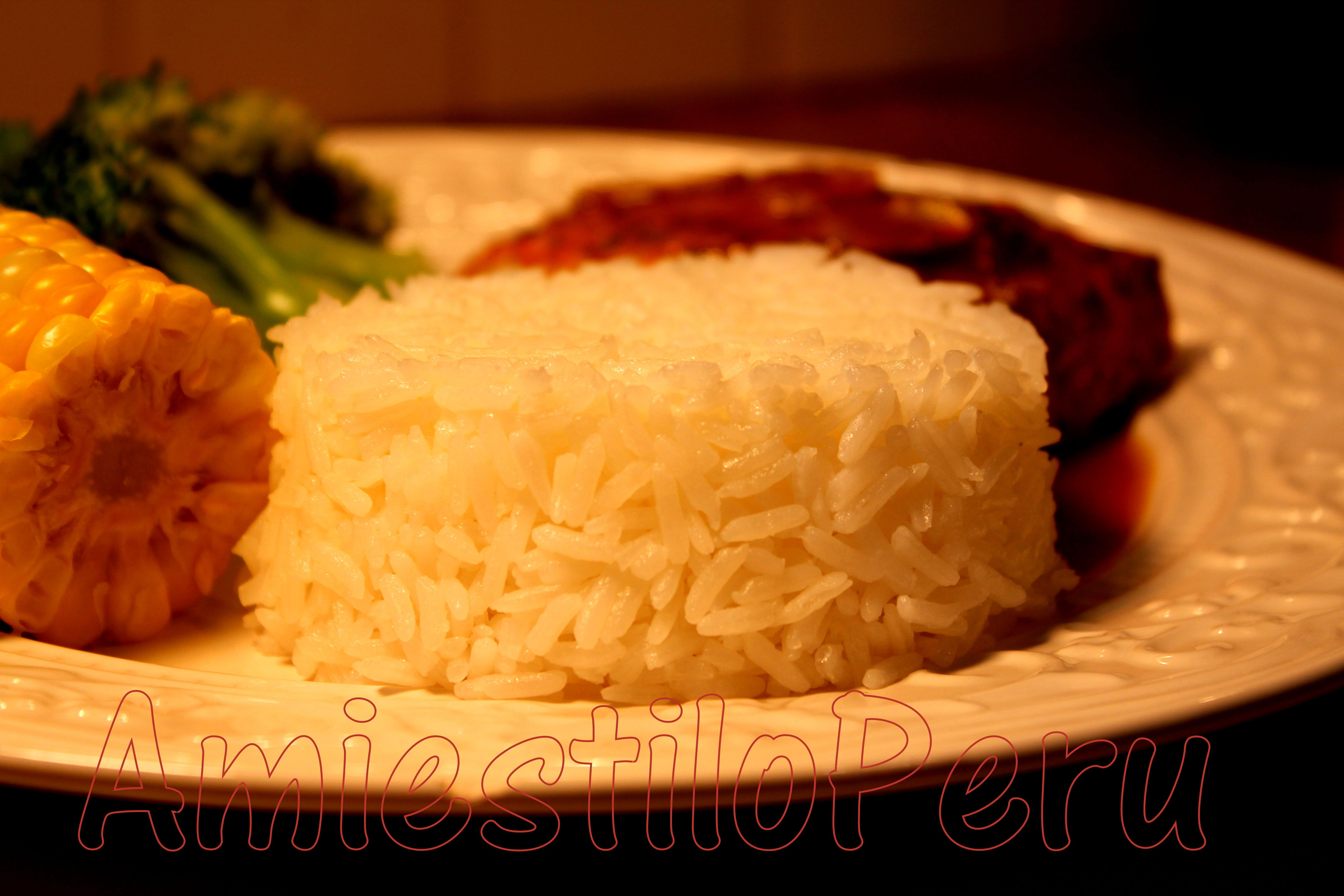 NOSOTROS TODOS LOS PERUANOS, casi todos lo acompanamos con el delicioso Arroz blanco graneado !!!