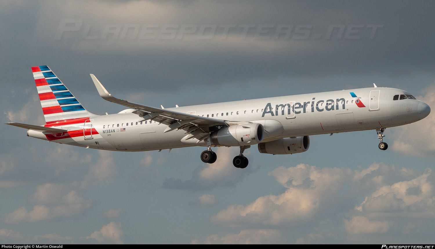 Airline: American Airlines Registration: N138AN Aircraft