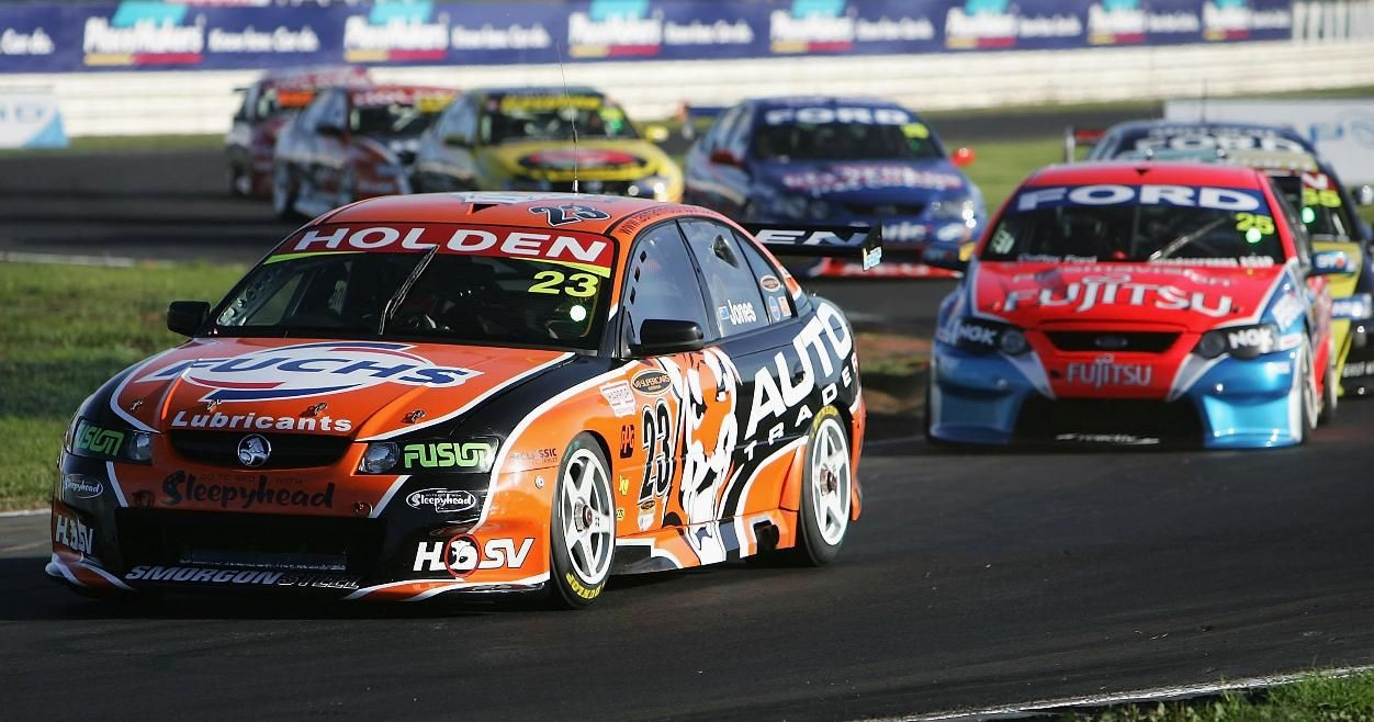 V8 Supercar Races Come To The Circuits Of America Racetrack Super Cars Race Track Racing