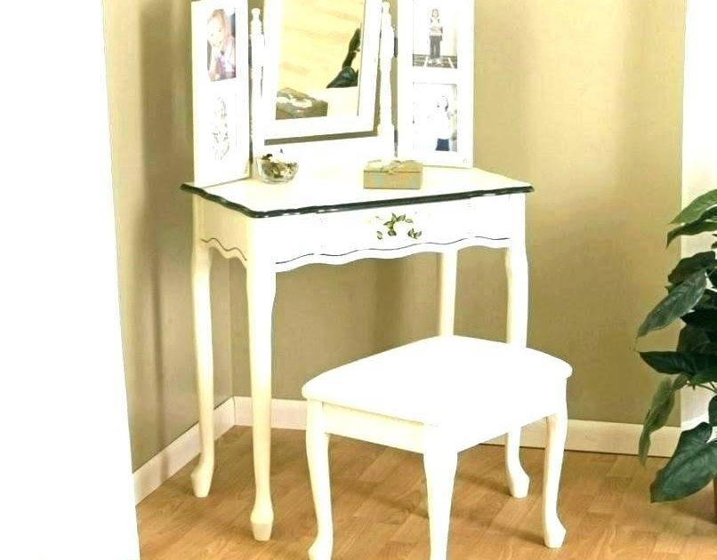 Trends For Corner Desk Dresser Combo In 2020 Desk Dresser Combo Corner Vanity Table Desk Furniture