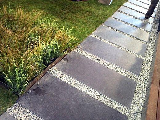 große steinplatten mit kies und kurzem rasen. so oder so ähnlich, Gartenarbeit ideen