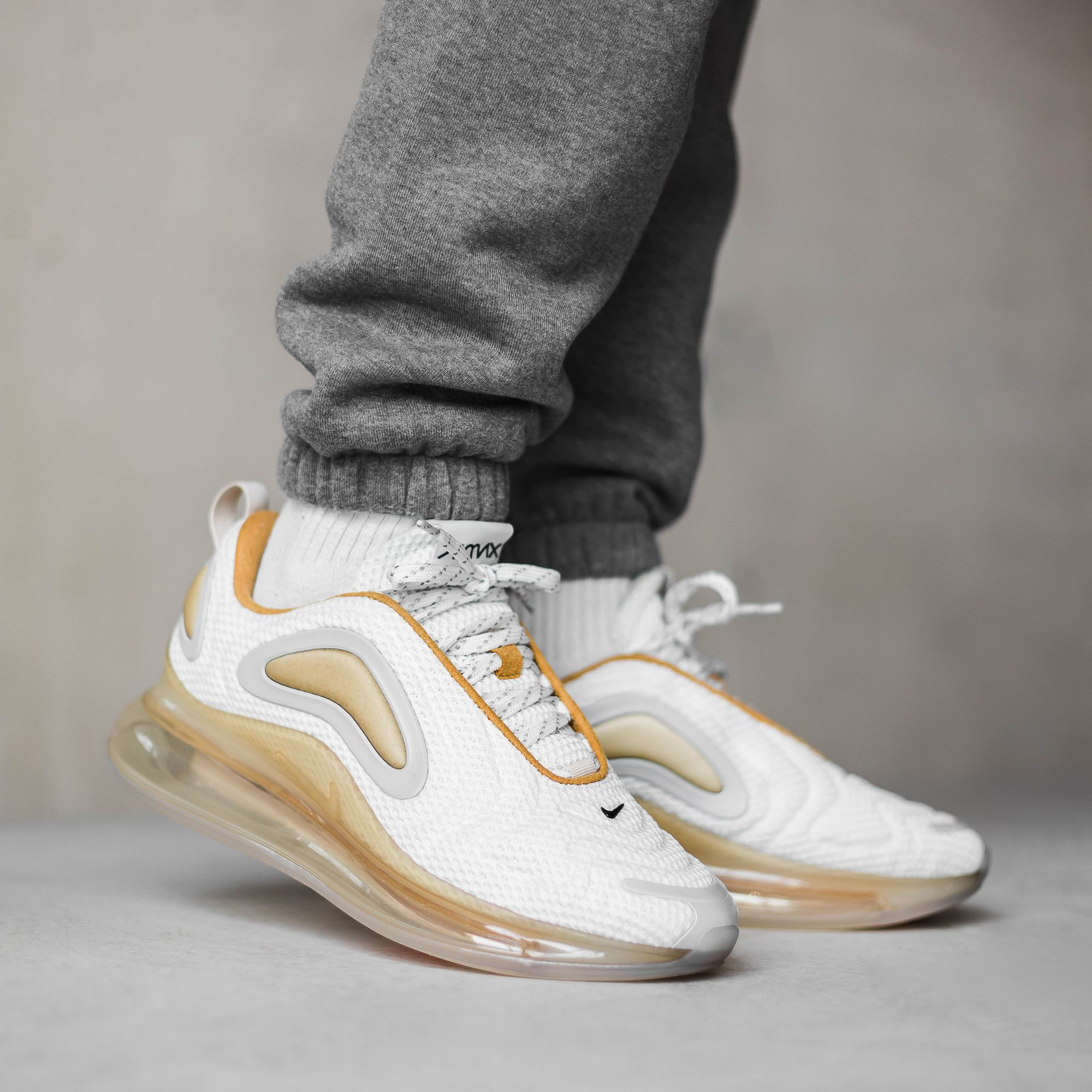 Nike Air Max 720 Pale Vanilla Nike Air Max Slip On Tennis