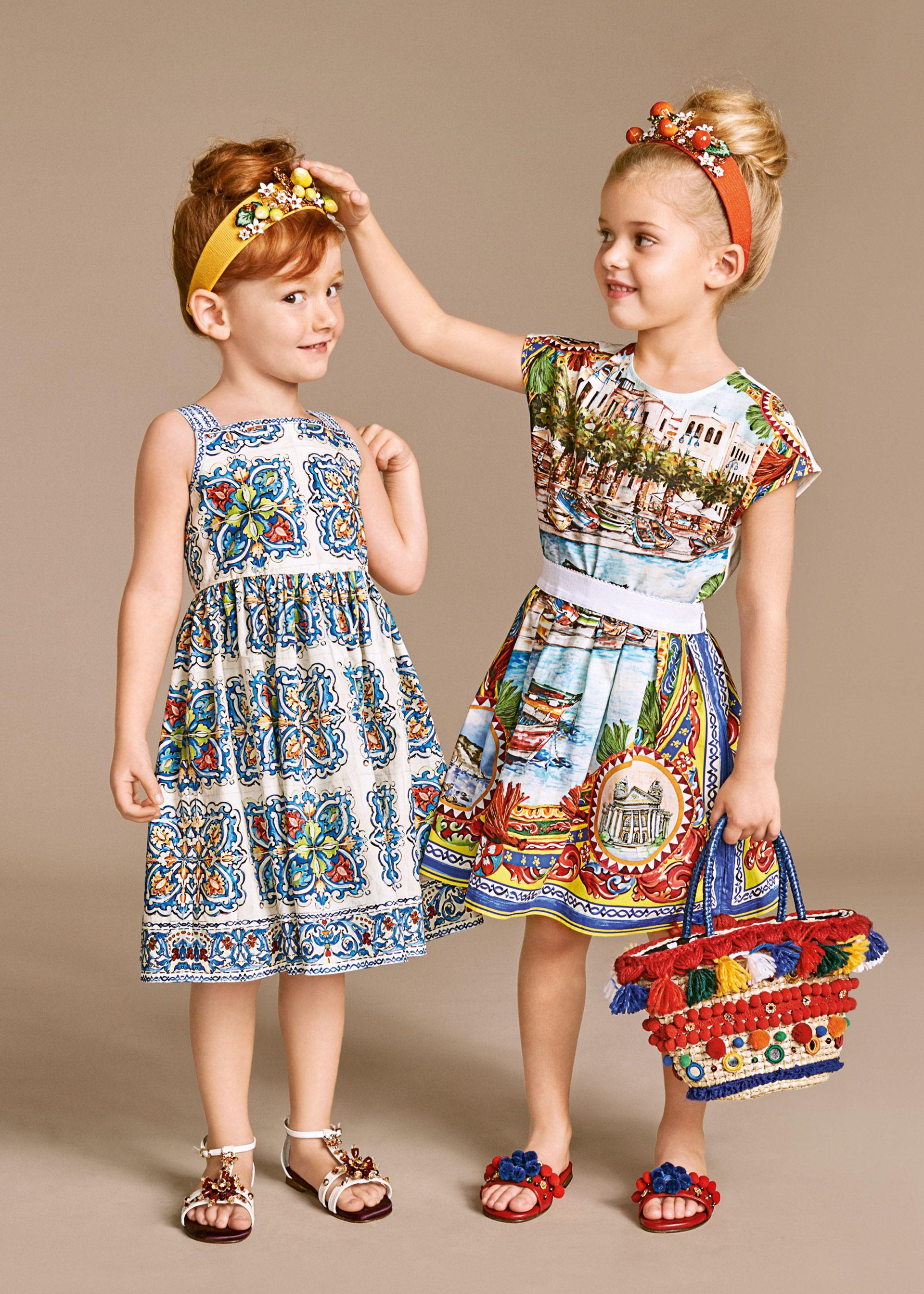 Scopri Dolce   Gabbana Collezione Bambino Estate 2016 Bambina e lasciati  ispirare. Abbigliamento Bambini 94d10df17f5