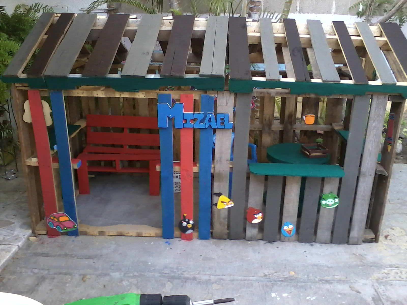 Casa de niño con palettes Kids Projects With Pallets