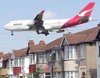 Qantas 747 on final approach to Heathrow.