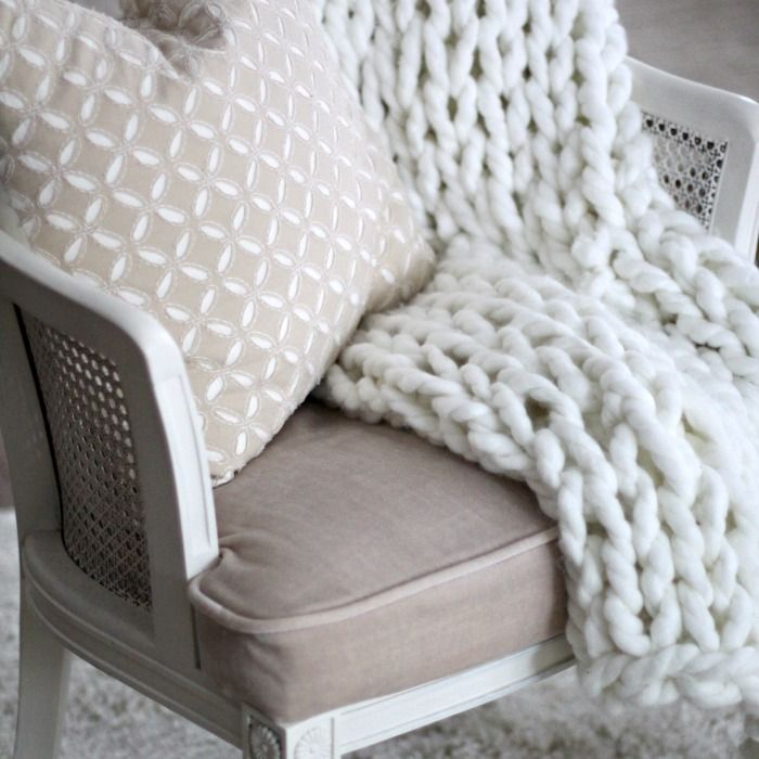 Make this easy DIY arm knit throw is just 90 minutes and for under $40. All you need is some chunky yarn and a few basic skills to make this home decor craft! Love of Home featured on Kenarry.com