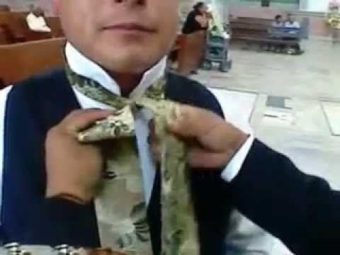 0111018d9b6 Como atar un moño charro (corbata charra) - YouTube