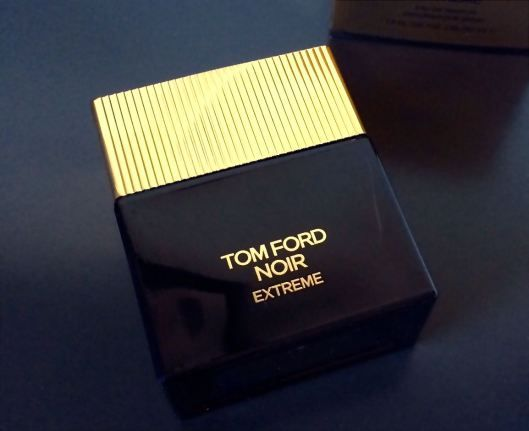 Tom Ford Noir Extreme 2015,The composition opens with a blend of fresh citruses and warm spicy notes. There are mandarin oil, neroli, saffron, cardamom and nutmeg at the beginning. Its heart contains accord of Indian kulfi dessert, traditionally made of Himalayan snow and pistachio, transmitted with mastic accord. A bouquet of rose absolute, jasmine and orange blossom is also placed in the heart. Hot amber in the base is subtly balanced with woody accords of sandalwood and milky- sweet…