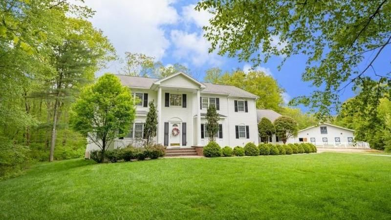 UXBRIDGE MASSACHUSETTS 5 Bedrooms