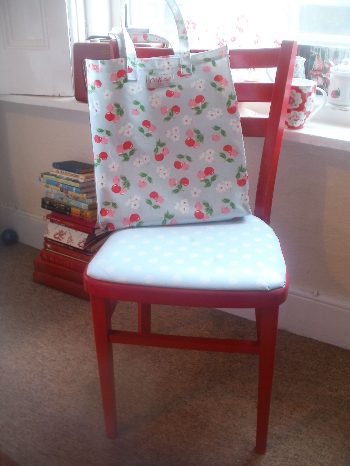 Upcycled kitchen chair <3  Upcycle chair, Wooden kitchen chairs
