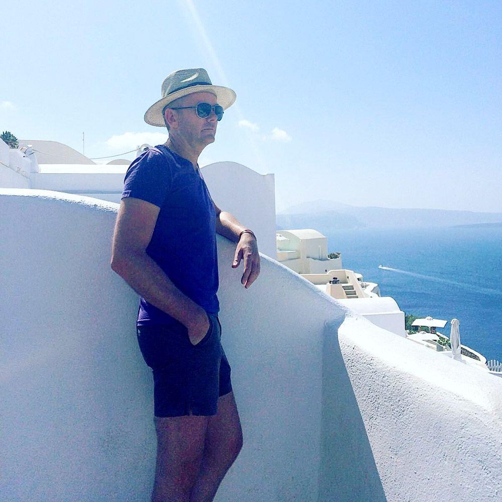 Eén van de mooiste reizen die je in Europa kunt maken is een tocht langs verschillende Griekse eilanden. In een vakantie van 2 weken kun je een aantal sterk van elkaar verschillende eilanden ontdekken. Fred neemt je mee naar de Cycladen.