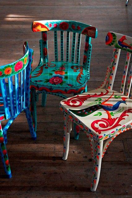 Plümo: cores, rusticidade e toque étnico