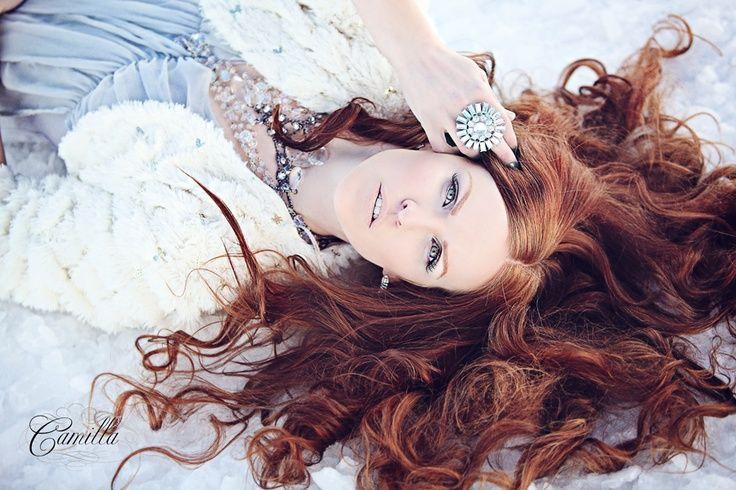 snow senior picture ideas | red hair in snow | Winter Portrait Ideas | We Heart It