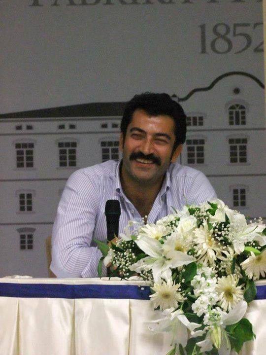 Kenan İmirzalıoğlu at the Professional School of Design in Bursa.
