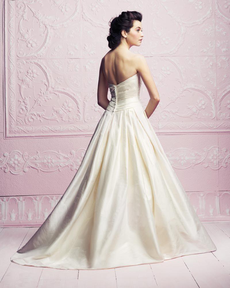 Paloma Blanca Classics Collection – Style 4262 |