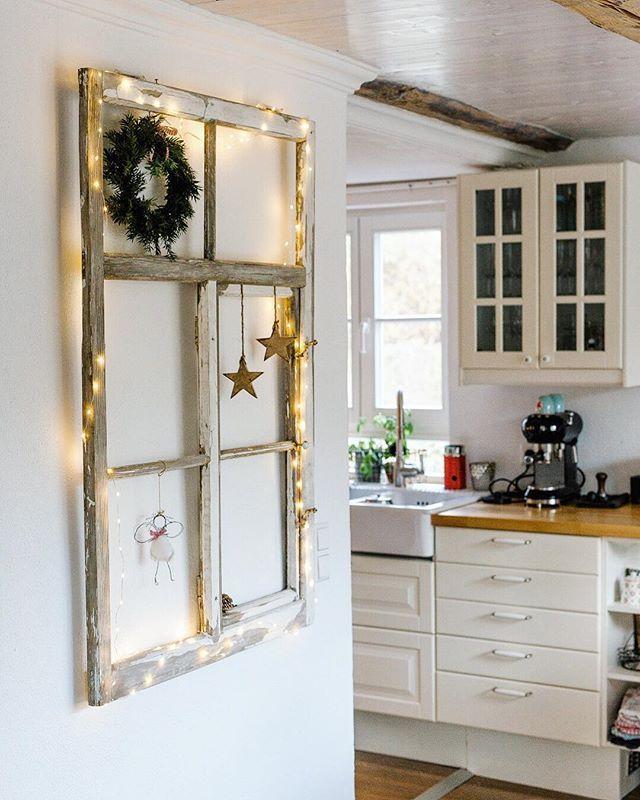 Hier mein zweites Highlight... Das tolle alte Fenster meiner Schwester bekommt j... #weihnachtsdekodiyfenster
