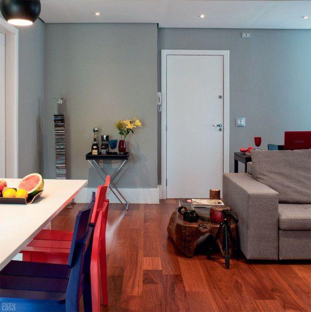 Reforma muda cômodos de lugar e integra ambientes ...