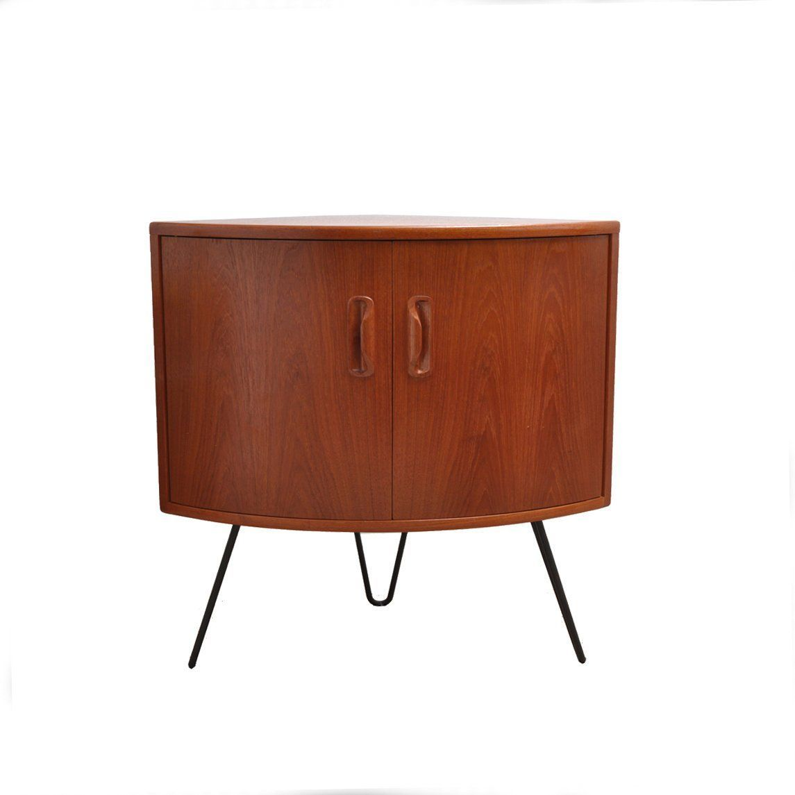Hurrah, our 10th sale of this beauty hairpin legs. Not the biggest debate today but any thoughts on hairpin vs tapered legs? Personally, I like a tapered leg on my furniture and.. my men.#andersbrowneinterior  #retrovintageonline #retrovintage #instahome #interiors #design #interiordesign #mcmfurniture #midcenturyfurniture #midcenturydesign #danishstyle #britishmidcentury #scandistyle #retrofurniture #vintage #teakfurniture #70sfurniture #gplanstory #ontrend  #beverleyvintage