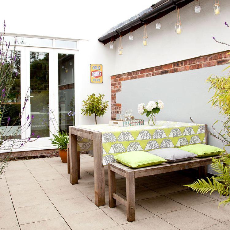 Terrassenmöbel Aus Holz Outdoor Tisch Sitzbänke Sitzkissen Gemütlich