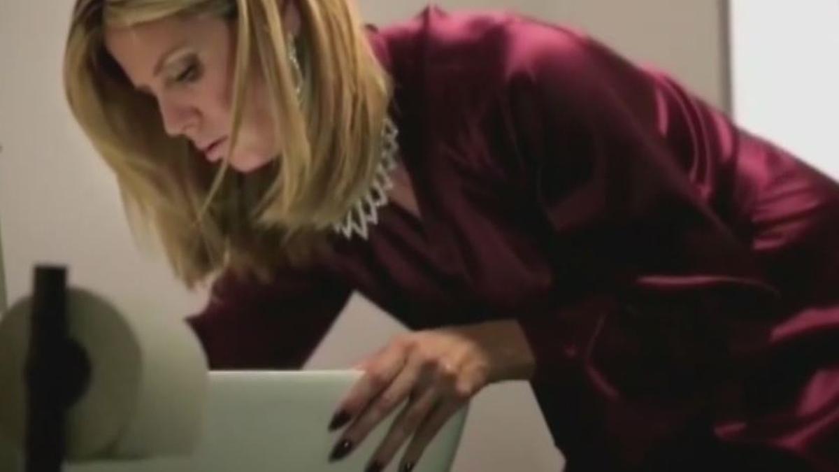 Promi-News des Tages: Heidi Klum inszeniert sich als Toilettentieftaucherin