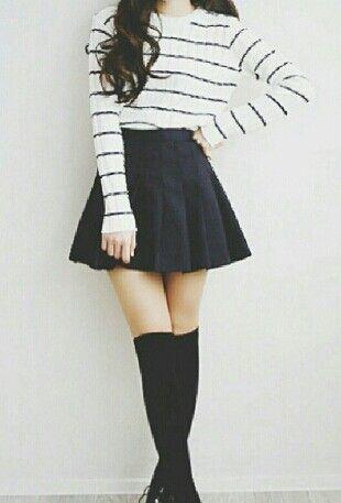 d091962735 Una falda negra con un jersey a rayas negras y blancas Me encanta ...