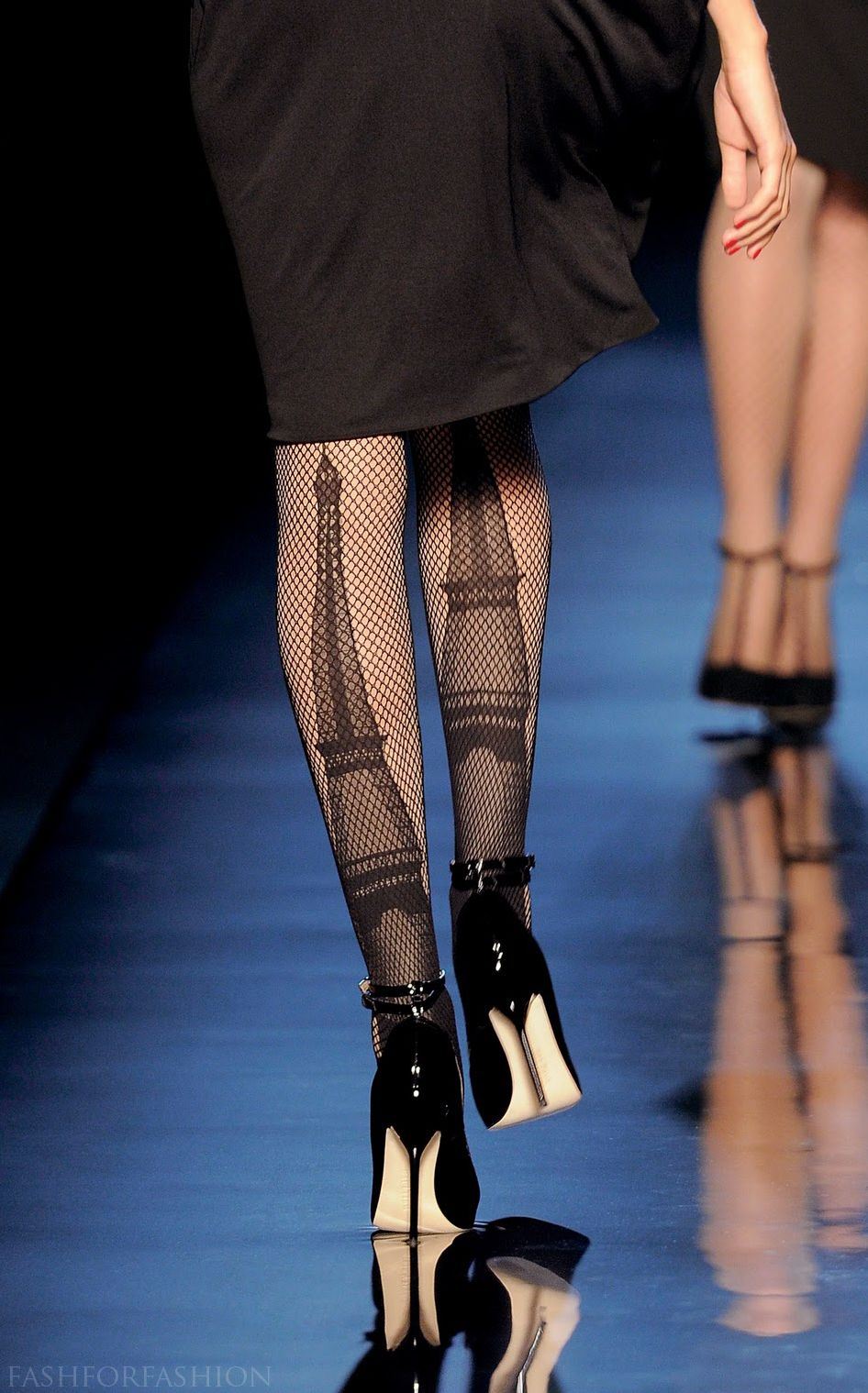 Fishnet tights for Parisiennes