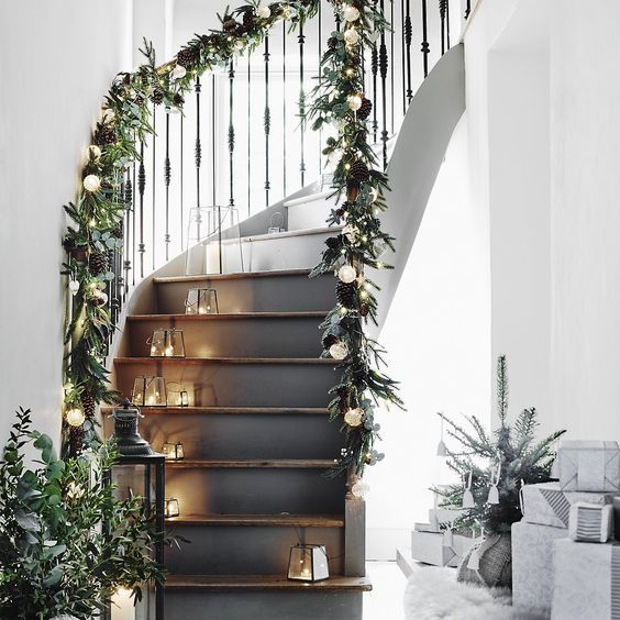 christmas garland on banister - Stairway Christmas Decorating Ideas Pinterest
