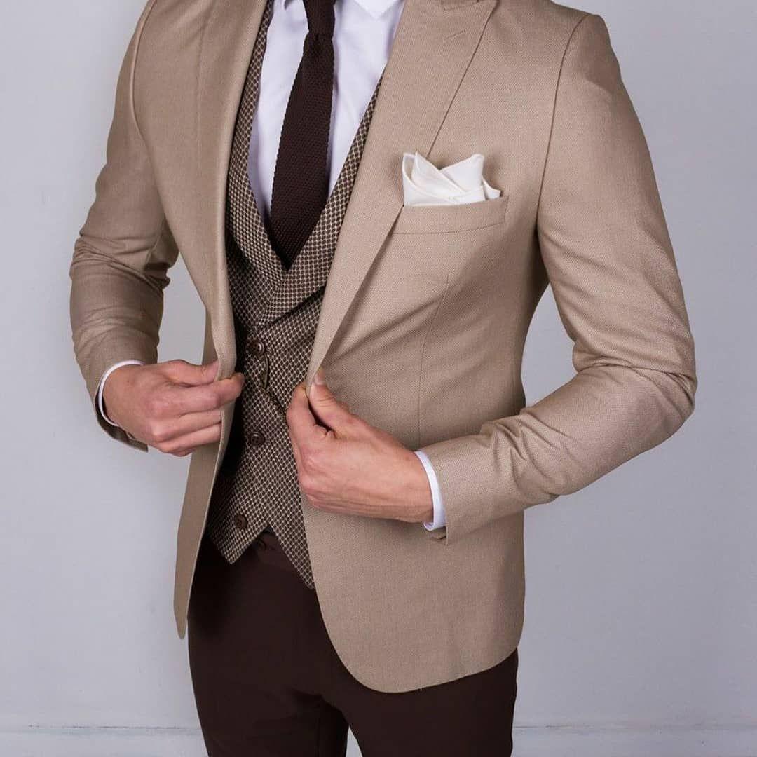 سه تا ست جلسقه با کت این روز ها جلیقه کمتر طرفدار داره البته شما چطور می پسندسن با جلیقه یا بدون اون مردا In 2020 Beige Suits Stylish Mens Outfits 3 Piece Suits