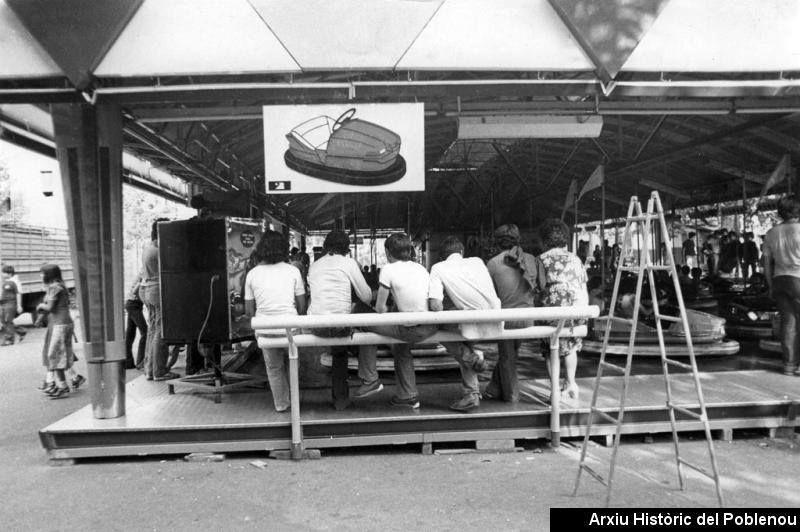 Festa Major [1979] Fira durant una Festa Major. Els autos de xoc. Autor desconegut